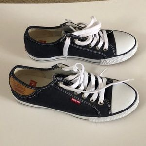 Levi's sneakers size 7.5